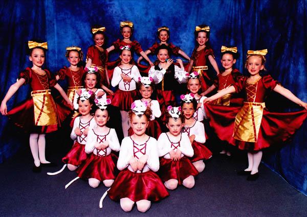 Sub-Juniors-Folk-Dance-2010.j_1.jpg